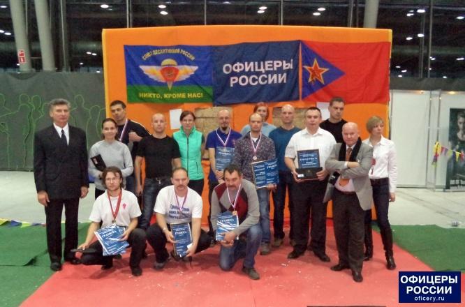 Победители турнира по метанию ножа без оборота